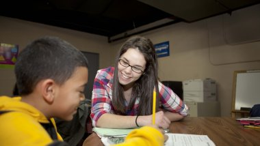 Service learning student working with child