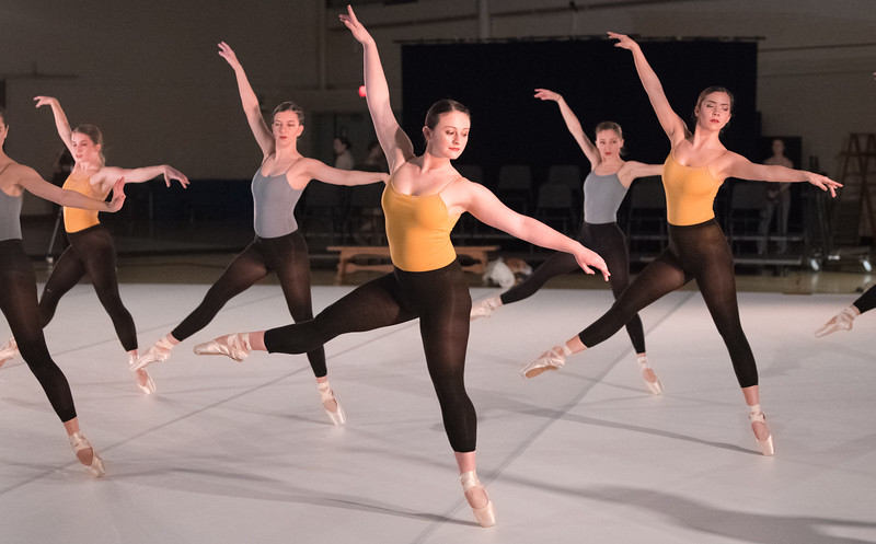 Adriana Greaves, Ariana Dibiasio, Emily Small, Stacey Hazen, and Nicole Nelson dance en pointe in 'Cadáver Exquisito.'