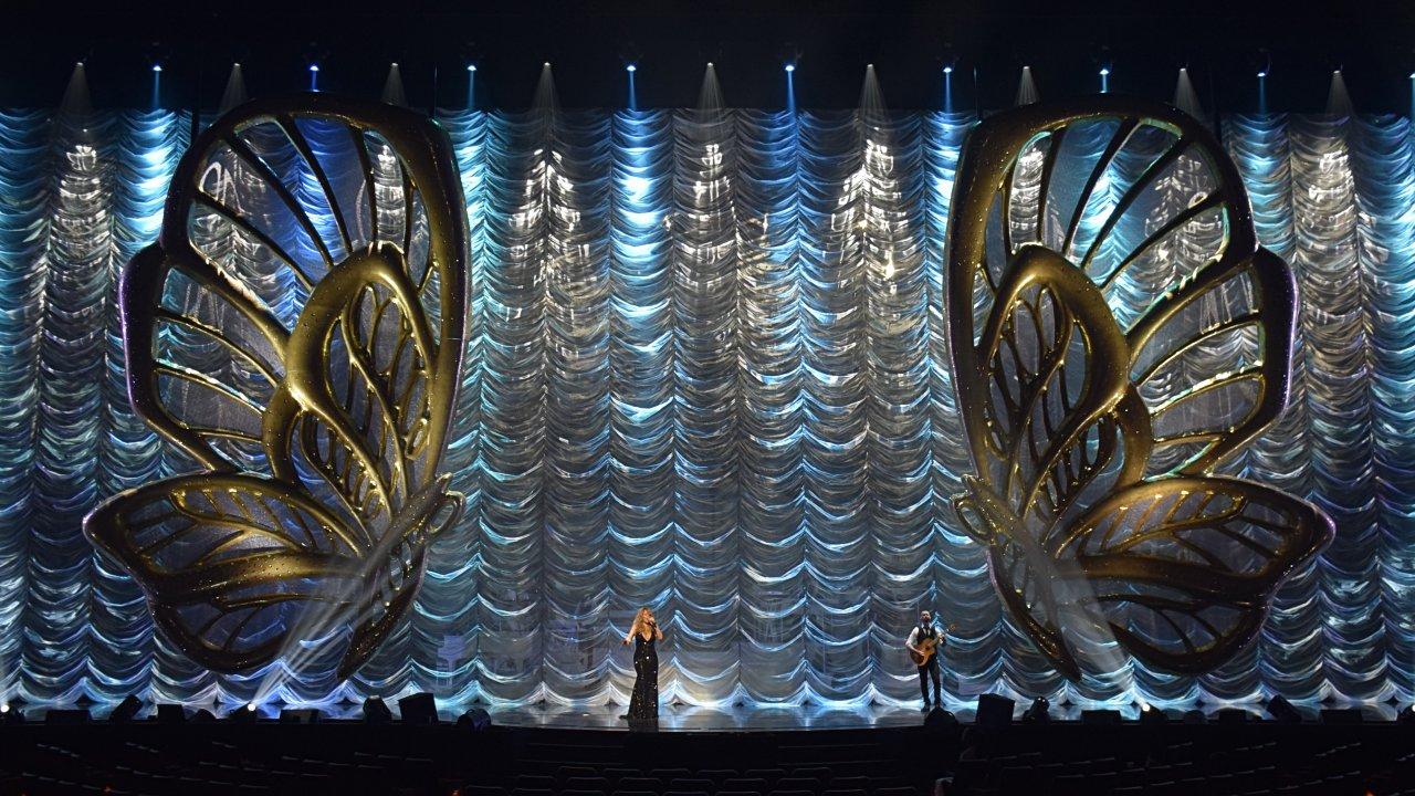 Mariah Carey in concert, stage set designed by David Korins. (Photo courtesy David Korins Design.)