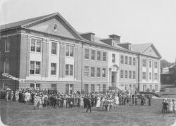 Class Day in front of Goessmann Laboratory, June 1931