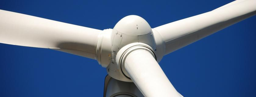 Wind turbine close to nacelle
